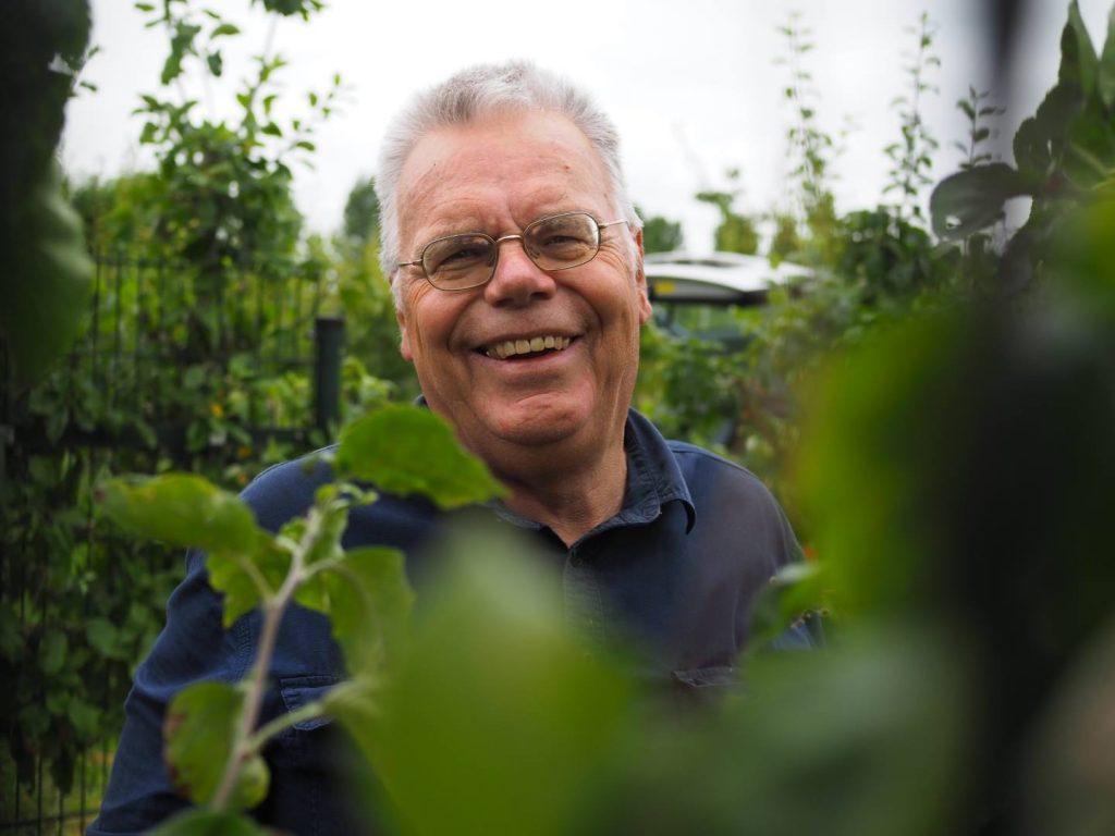 Fruitexpert Dirk van Ziel (Pomona) zorgt sinds 2019 voor beheer fruitbomen.